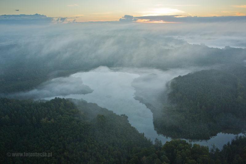 Mgły nad Brodnikim Parkiem Krajobrazowym