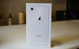 Trên tay iPhone 8 đầu tiên tại Việt Nam
