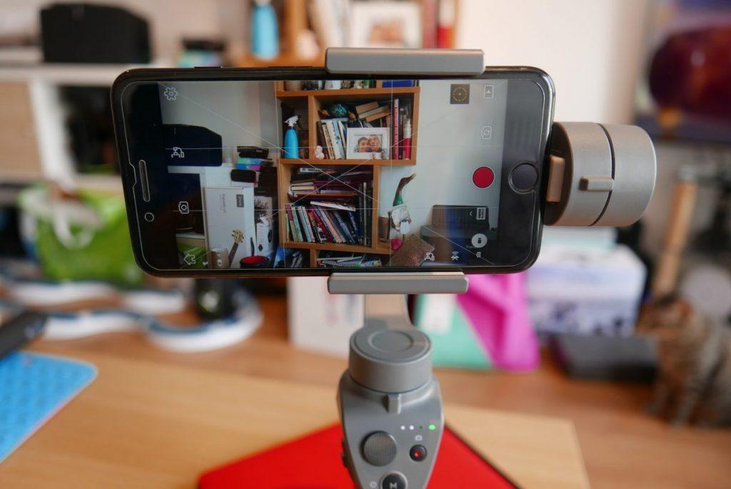 Review DJI Osmo Mobile 2: nhẹ, rẻ, pin lâu, tracking và khóa chủ thể ổn