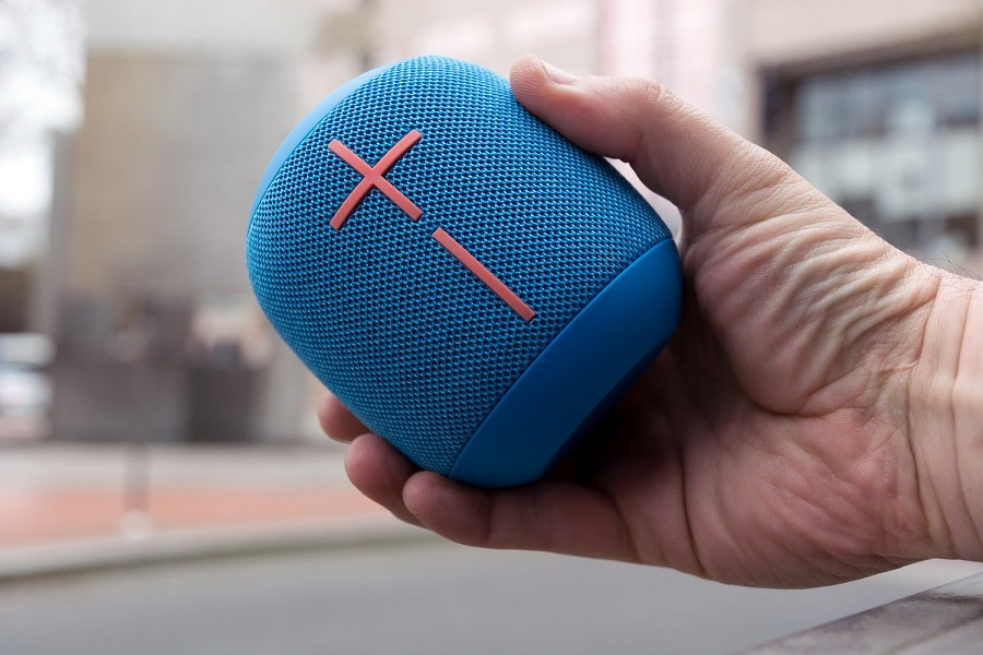 ue-wonderboom-bluetooth-speaker-handscale-1500x1000