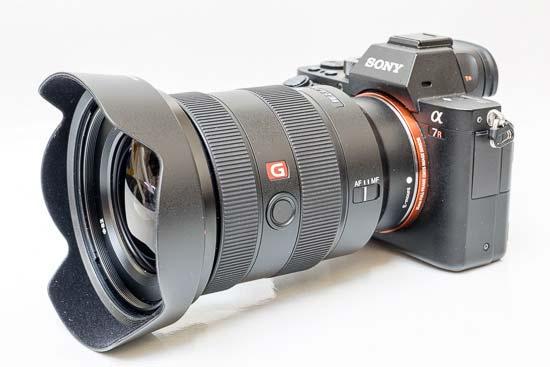 Ống kính Sony FE 16-35mm F2.8 GM gắn hood ALC-SH149