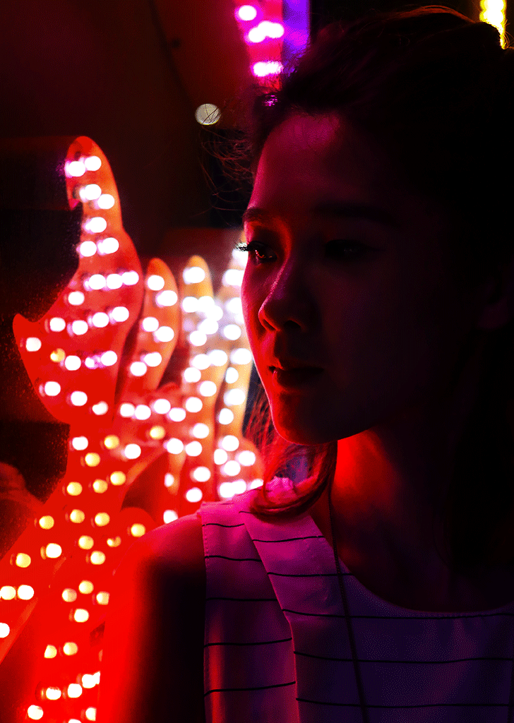 canon_snapshot_sep_3_unconventional_locations_for_night_portraits_neonsign