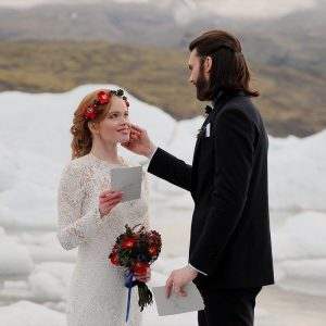 elopement-in-iceland-shot-on-canon-rf-24-105mm-f-4l-is-usm-lens_495739342629546
