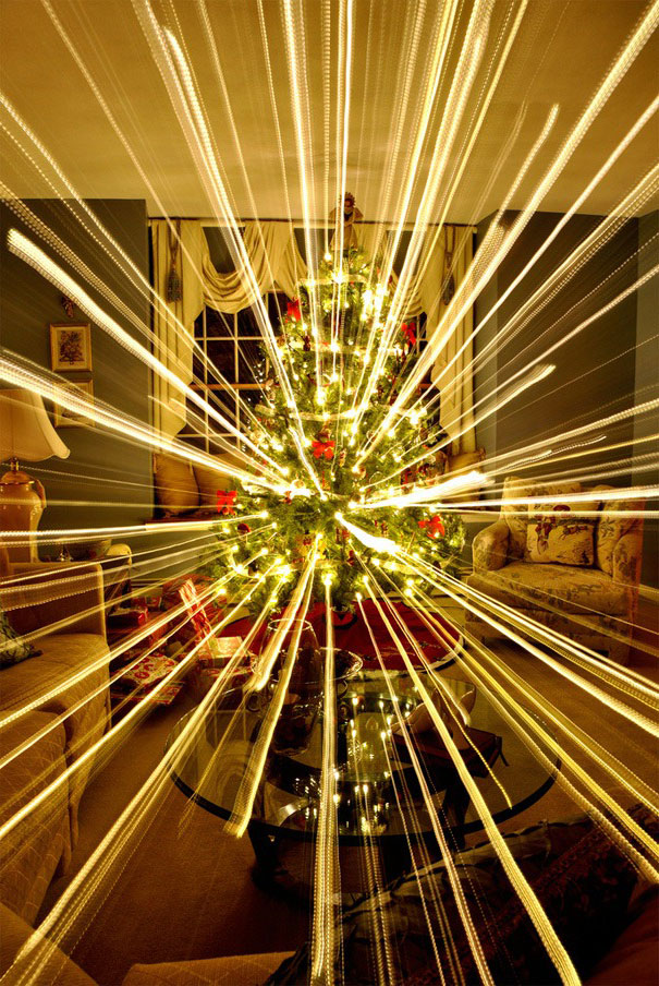 long-exposure-christmas-tree-zoom-out-1