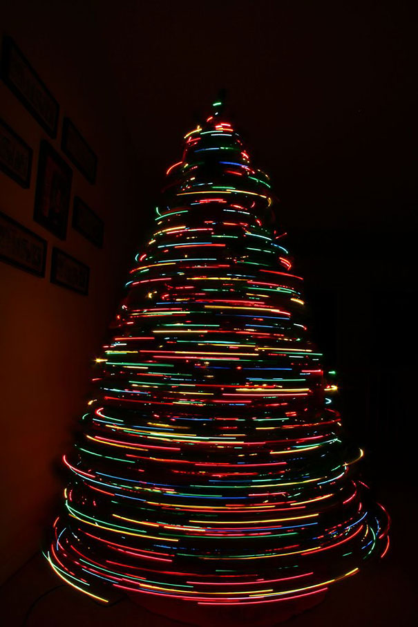 long-exposure-christmas-tree-zoom-out-2