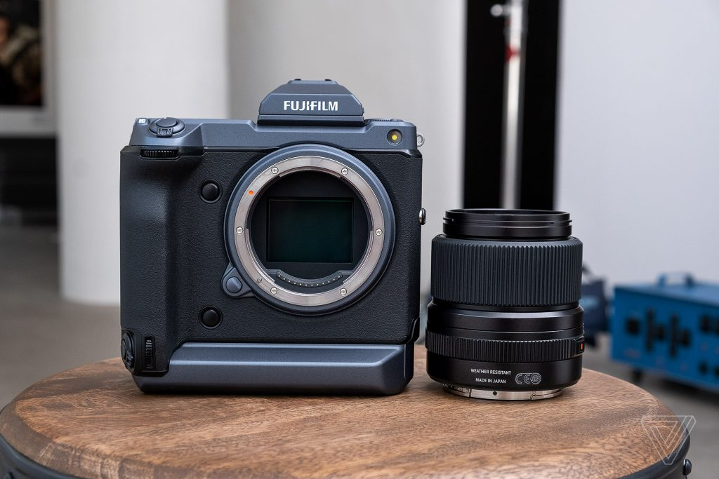 Fujifilm ra mắt máy ảnh GFX 100: Mirrorless medium format chụp nhanh với độ phân giải 102MP