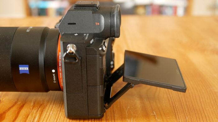 Sony-a7iii-lcd-tilting-700x394