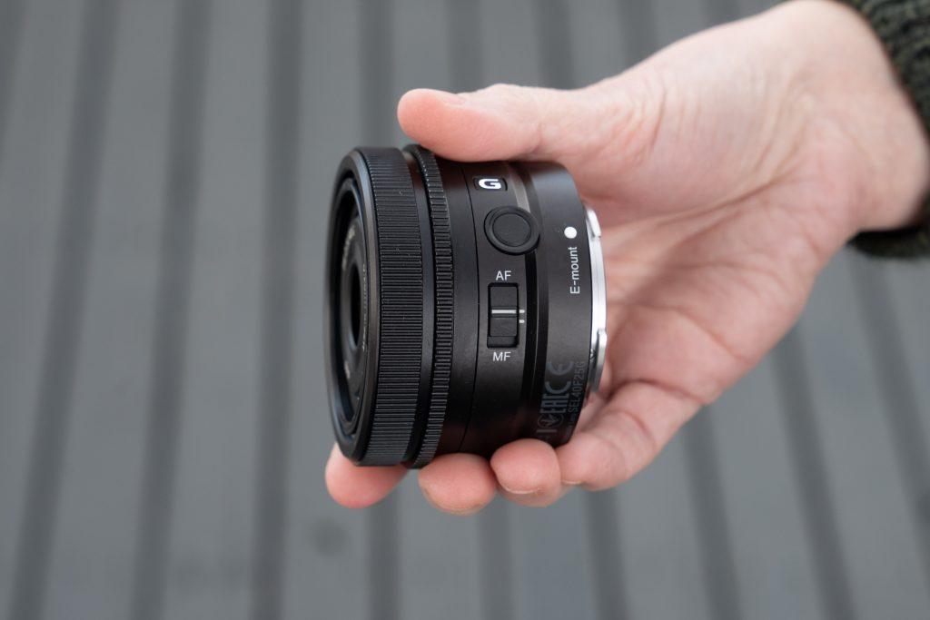 Sony_FE40mm_F2p5_G_AF_MF_switch