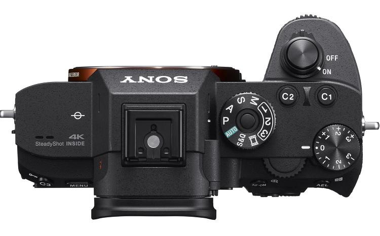Hình ảnh mặt trên cùng các phím hiệu chỉnh của chiếc Sony A7r III