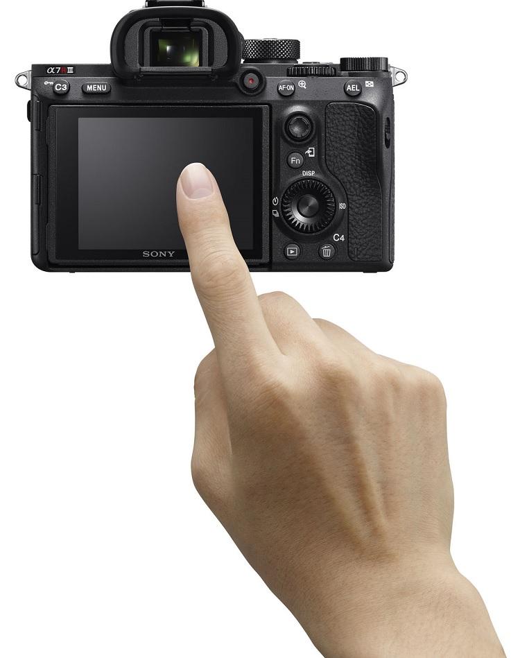 Màn hình cảm ứng linh hoạt trên chiếc máy ảnh Sony A7r iii