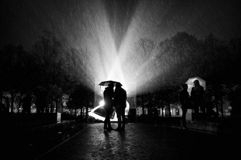 Ba bài học kinh nghiệm để chụp ảnh đường phố trong mưa