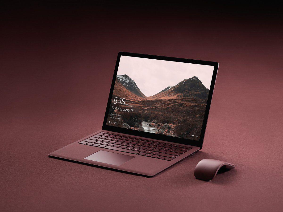 Lớp vải Alcantara trên Surface Laptop có thể chống nước sơ, và bạn sẽ phải chăm nó kĩ