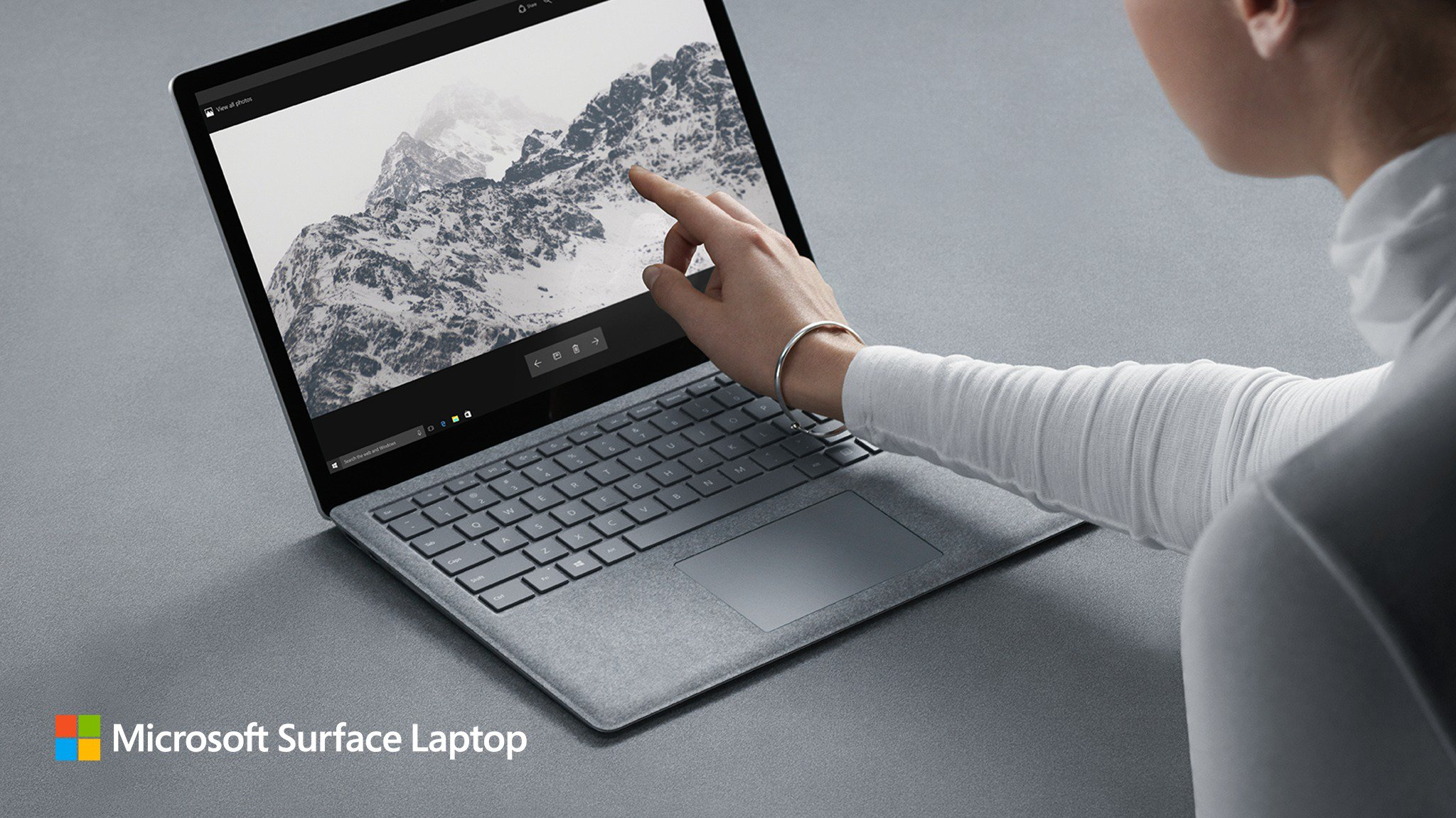 Surface Laptop chính thức: 13,5″ tỉ lệ 3:2, Intel i5 hoặc i7, pin 14,5 giờ, chạy Windows 10 S, 999$