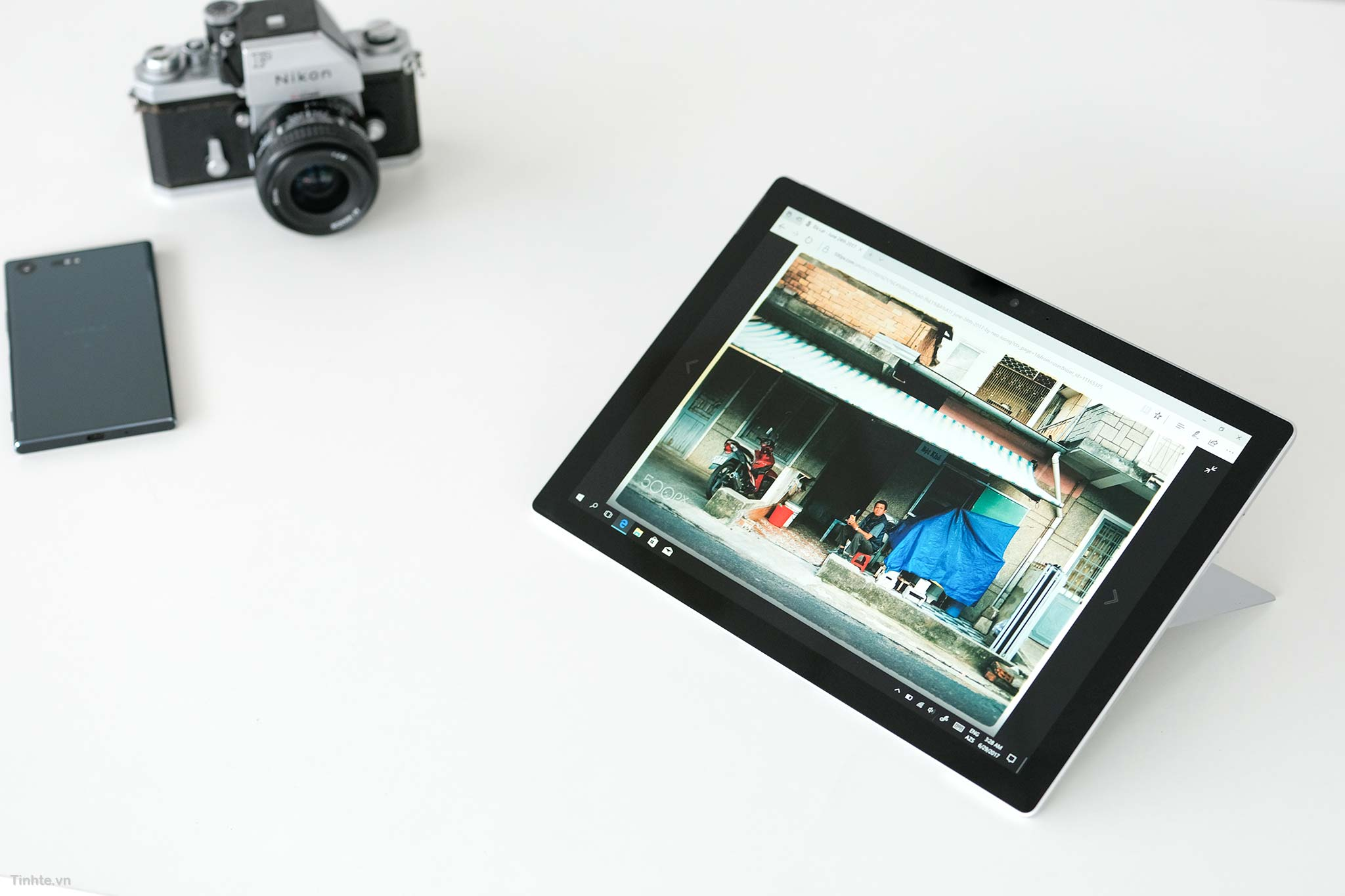 Trên tay Surface Pro 2017: Thiết kế không đổi, nâng cấp cấu hình, bản Core i5 và M3 không dùng quạt