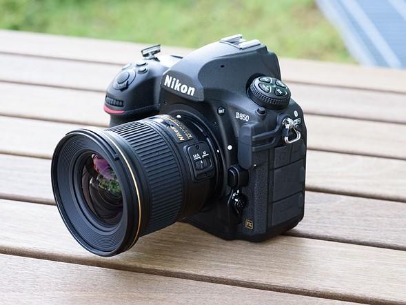 Trên tay máy ảnh HOT nhất hiện nay – Nikon D850