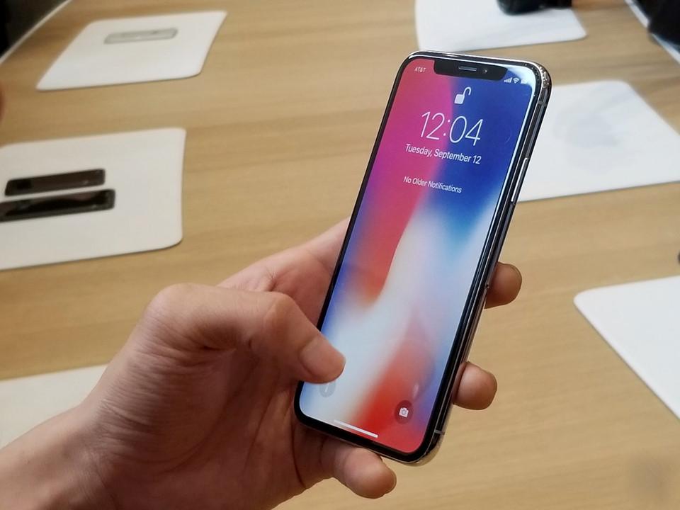 Apple tung chiêu – iPhone 8 và 8 Plus có phải đòn bẩy để bán iPhone X?