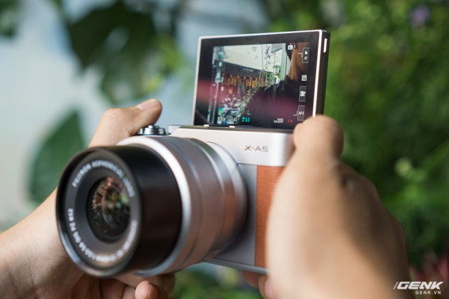 Trên tay Fujifilm X-A5: Dáng vẻ tương đồng đàn anh X-A3 nhưng tích hợp nhiều công nghệ mới hơn