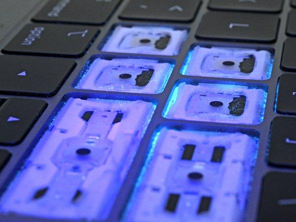 Test bàn phím mới của MacBook Pro 2018: bụi nhỏ khó lọt vào hơn, phím dễ gỡ hơn