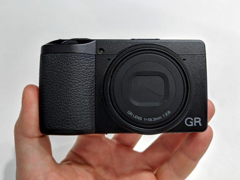 Ricoh GR III: nhỏ gọn vừa đủ sống sót trong thời đại smartphone